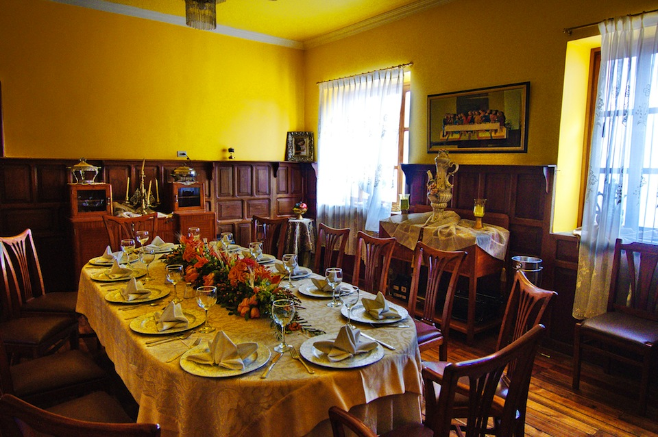 Christmas gift ideas for new filipino homeowners lamudi for Dining room designs philippines