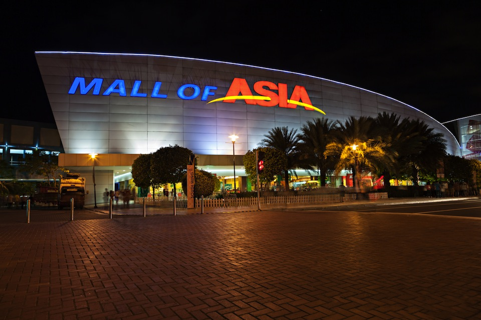 SM Mall Of Asia currently ranks as one of the largest malls in the Philippines, and even makes the list of the world's largest malls too. It's certainly not your run-of-the-mill mall but is more of a tourist destination with lots to offer in terms of shopping, leisure, and entertainment.
