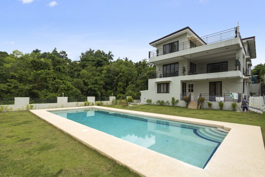 Spacious 7 bedroom house with swimming pool for rent in for 9 bedroom house for rent