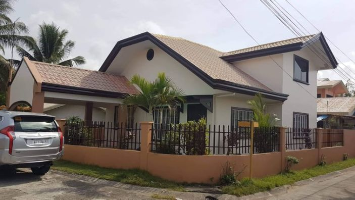 4 Bedroom House With 2 Toilet And Bath For Sale In Hillcrest