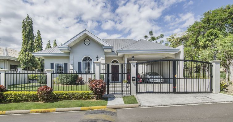 Spacious 4-level House for Sale in Beverly Hills Subdivision