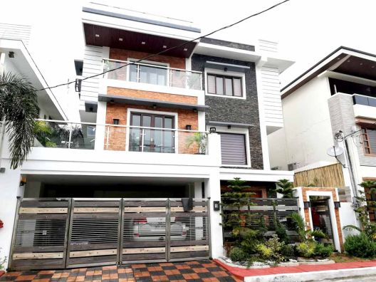 Mandaluyong City House and Lot 3-Storey for sale Acropolis